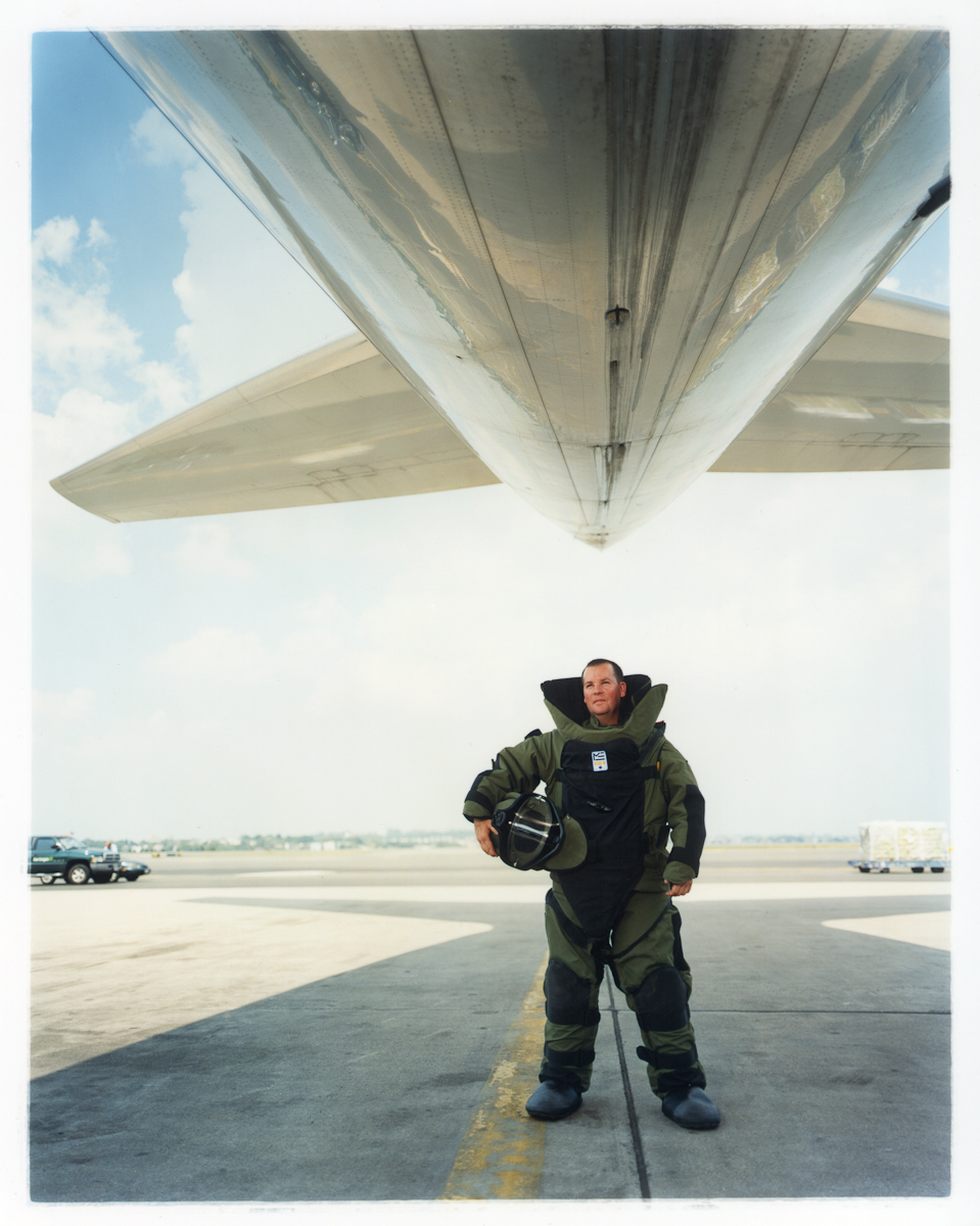 dave_thomas_bomb_specialist_at_logan_airport__boston-_time_magazine